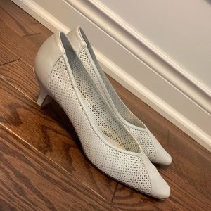 🆕🔥AMALFI Lambskin Pumps Perforated - Sz10
